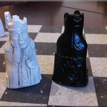 Isle of Lewis Chess Set - Classic Jet Black and Two Extra Queens