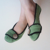 Crochet Slippers / Green slippers / Greenbooties / Gifts Halloween / Handmade slippers / Mary jane desing / Soft slippers