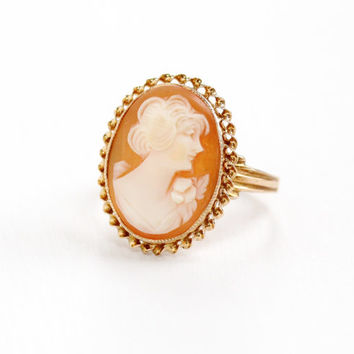 Vintage 10k Yellow Gold Cameo Ring - Late Art Deco 1940s Size 5 3/4 Carved Shell Open Scalloped Metal Work Fine Jewelry