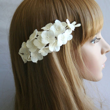 Bridal flower headpiece, Wedding flower comb, Bridal flower comb, Bridal hair flower, hydrangea hair, Bridal hair accessory, Decorative comb
