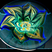 Decorative Art Glass Bowl with Feathered Glass Design