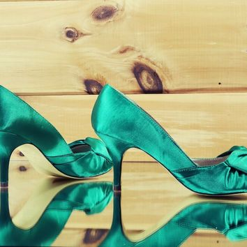 Luichiny Best One Emerald Green Satin Kitten Heel Pump Shoe Size 7 & 7.5