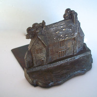 Vintage Bookend SINGLE ONLY Sulgrave Manor Cast Iron Rustic England 1920s Ancestral Home Of George Washington Some Wear And Rust