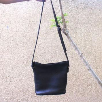 Vintage Black Coach Purse Pebbled Leather Striped Lining Cross Body Bag Adjustable St - Beauty Ticks