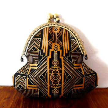 Art deoc / 1920s / black / tan / gold / metallic / geometric / print / small clasp coin purse