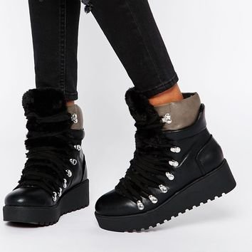 0ffcbf01f78c4a ASOS REFEREE Flatform Ankle Boots from ASOS