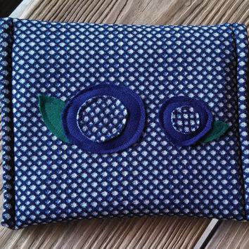 Envelope Bag / Clutch / Pouch / Purse Organizer / Vintage Polyester / Magnetic Closure / Navy / Floral Motif