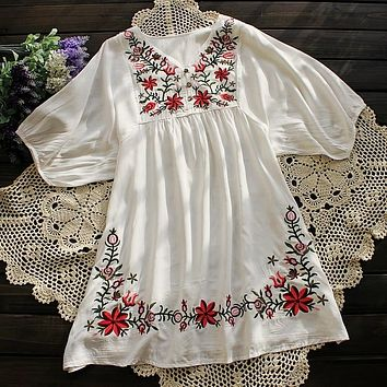 2019 Summer Women Mexican Embroidered Floral Peasant Blouse Vintage Ethnic Tunic Retro Boho Hippie Clothes Loose Tops Blusas
