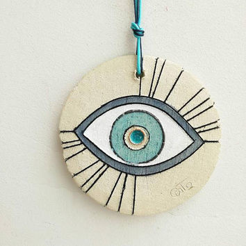Ceramic eye wall hanging, stoneware clay eye in white, blue and beige, Greek good luck eye, blue eye wall hanging, boho eye decor
