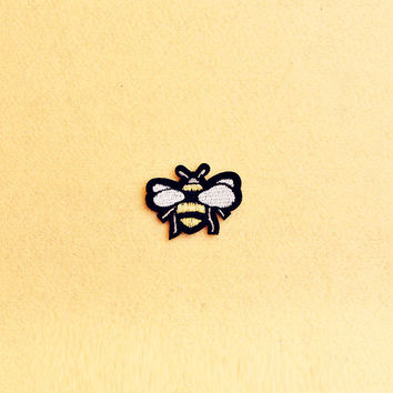 Honey Bee Patch - Iron on patch -Sew On patch - Embroidered Patch (Size 5cm x 3.7cm)
