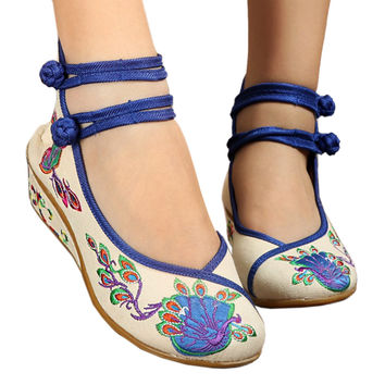 Peacock Old Beijing Cloth Embroidered Shoes   white