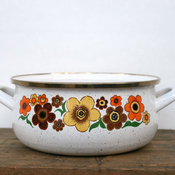 Enamelware White Pot with Flowers - Vintage Cookware - Floral Enamel Cooking Pot - 1970s Enamel Stock Pot