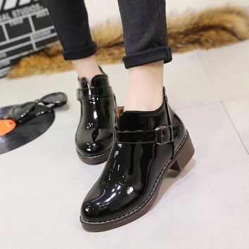 Winter Round-toe With Heel Dr Martens Boots [9432935882]