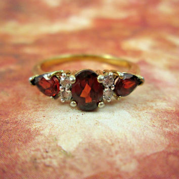 Vintage Garnet Diamond 10k Yellow Gold Ring Genuine Precious Stones Size 9.5 Beautiful Deep Color Sparkling Multi-Faceted Stone PRETTY!