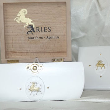 ARIES BOX. DELUXE. With matching Plaque. Gift Set. S0LID Wood. Can be PERS0NALISED. Lock box. Zodiac Box.  Affirmation Box. Jewellery Box