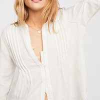 Breezy Mornings Linen Buttondown