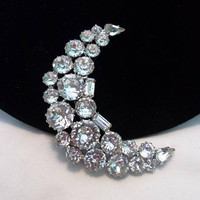 Weiss Diamante Glass Rhinestone Dog Tooth Set Crescent Moon Vintage Brooch Pin