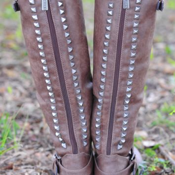 Talk Of The Town Boots: Chocolate | Hope's