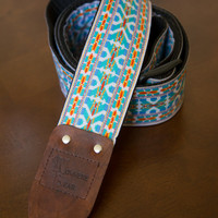 Turquoise/White Vintage-styled Guitar Strap