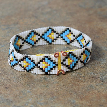 Tribal Diamond Motif Beaded Bracelet - Southwestern - Native American Inspired - Boho Jewelry - Artisanal - Bohemian - Turquoise White