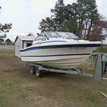 1987 21 FT BAYLINER TROPHY CUDDY CABIN BOAT AND TRAILER NO ENGINE.