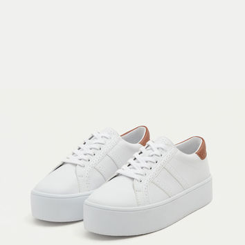 Chunky sole sneakers with broguing - Trainers - Shoes - Woman - PULL&BEAR Canary Islands