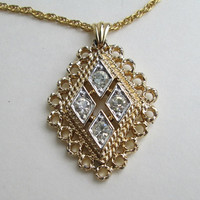 Stunning Rhinestone Pendant Necklace Diamond Shaped Jewelry