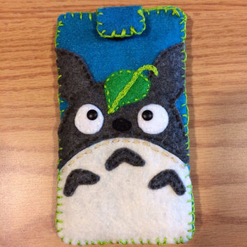 Totoro inspired felt ipod touch case