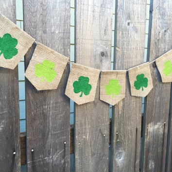St Patricks Day Burlap Banner - March Sign - Shamrock Bunting - St Patty Home Decor Sign - St Patrick Bunting Decor Irish Lucky