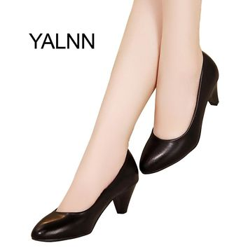 YALNN Women Med Heel Fashion Pumps Black/white Soft Leather Pointed Toe Leather Shoes Women Pumps Shoes