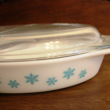 Vintage Milk Glass Pyrex - Snowflake Divided Dish with a Cover.