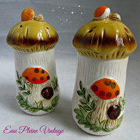 Vintage Salt Pepper Shakers Merry Mushrooms Kitchen Dining Kitsch