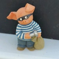 DANBURY MINT MEET THE PORKCHESTERS PIG PROWLER PORKCHESTER ROBBER FIGURINE