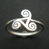 Celtic Spiral Triskelion Silver Ring with a Hollow Triangle - 10mm