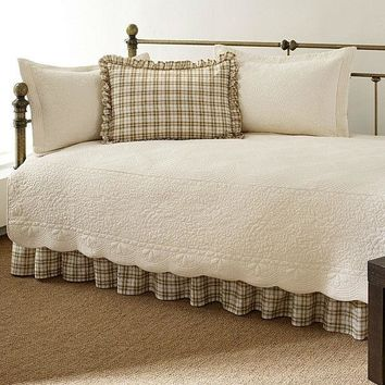 Twin 5 Piece Daybed Quilt Set With Scalloped Edges In Ivory Cream White Beige