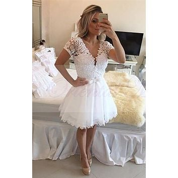 2017 New Short Cocktail Dresses White Lace Beaded Sexy V-neck Illusion Backless Knee Length A-line Party Dress vestido curto
