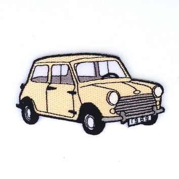 Mini Austin Classic Car Cream Iron on Patch Size 9.1 x 5.3 cm