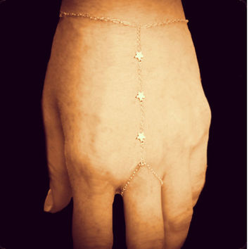 Tiny 3 Star Gold Chain Finger-Bracelet/Slave-Bra­celet/ Wrist-Ring/ Ring-Bracelet Fashion Jewelry