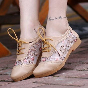 Lace breathable mesh flat shoes