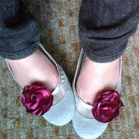 Rose shoe clips in fuschia by papersilkmade on Etsy