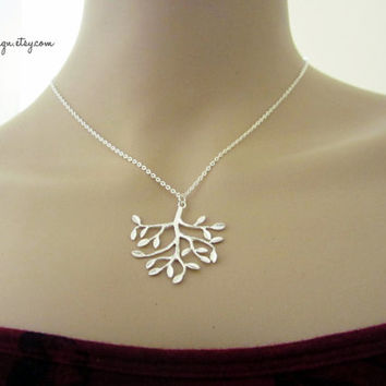 Tree Of Life Necklace,Family tree necklace,Simple silver necklace,Nature Lover's Necklace,Silver tree Charm,bridesmaids necklace,gift