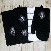 Monogrammed personalized kitchen towel set - includes 2 monogrammed potholders, 2 personalized kitchen towels and a monogrammed oven mitt.