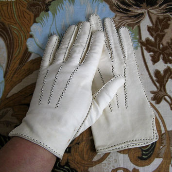 Vintage 1970s Gloves Ivory White Black Stitch Kid Leather Short Driving Gloves 7.75