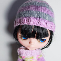 hand knit blythe doll hat, blythe doll clothing, striped knit hat, pastel pink and gray, blythe accessories, knit doll clothes