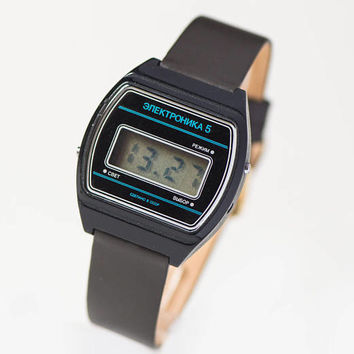 Black LCD digital men's watch Elektronika 5. 80s quartz watch USSR. Unisex LCD wristwatch gift. Soviet fashion watch. Premium leather strap