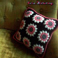 Circle Motif Throw PIllow