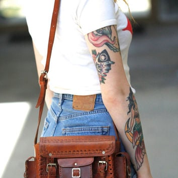 Vintage Handmade 70s Hippie // Tooled Patina Leather Crossbody Bag // Distressed // Multiple Pockets // Cognac Brown // Medium Size Purse