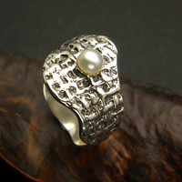 Pearl ring in sterling silver abstract organic band in size 8 and gold cup