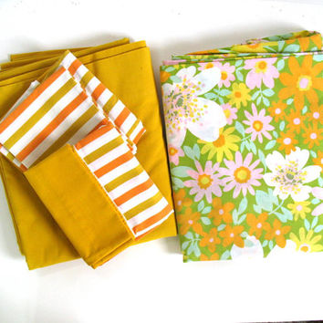 Vintage Gold Yellow Flower Power / MOD / Shabby Chic double sheet set with PillowCases