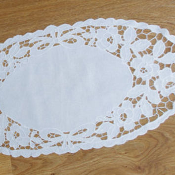 Polish Richelieu White Oval Table Runner Flowers Vintage Crochet Dresser Scarf cutwork embroidery Polish linen Wedding tabel decoration